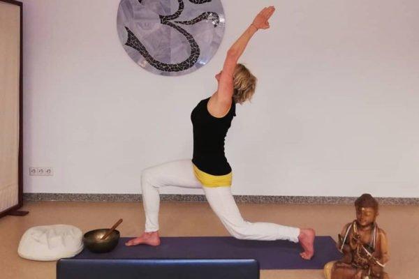 Online Yoga in Ulm bei Deine ZEIT Sabine Haußmann