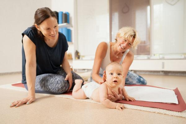 Yoga für Babys und Schwangerschaften bei Deine ZEIT Sabine Haußmann